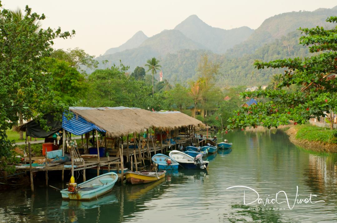 Thai fishermen harbour